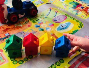 同じ色のブロックで作ったおうち